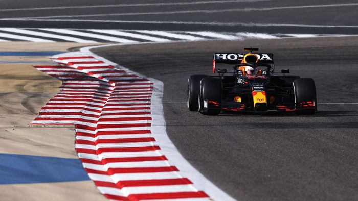 BAHRAIN, BAHRAIN - MARCH 27: Max Verstappen of the Netherlands driving the (33) Red Bull Racing RB16B Honda on track during final practice ahead of the F1 Grand Prix of Bahrain at Bahrain International Circuit on March 27, 2021 in Bahrain, Bahrain. (Photo by Lars Baron/Getty Images)