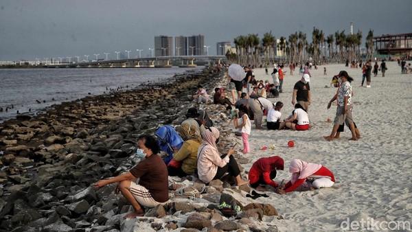 Nama Pantai Pasir Putih di kawasan Pantai Indah Kapuk tengah populer di kalangan traveler.
