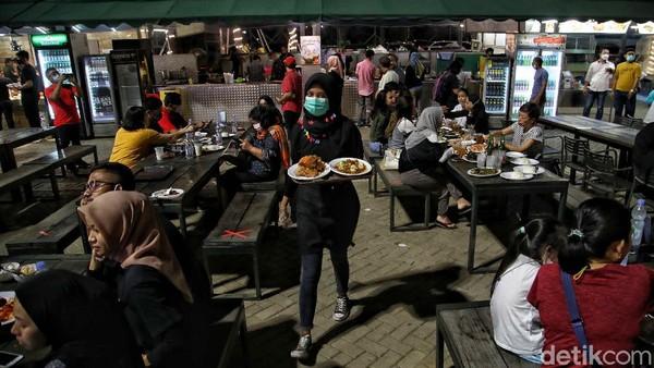 Kebanyakan banyak warga Jakarta yang datang kesini untuk menikmati akhir pekan. Dan tempat ini selalu ramai.