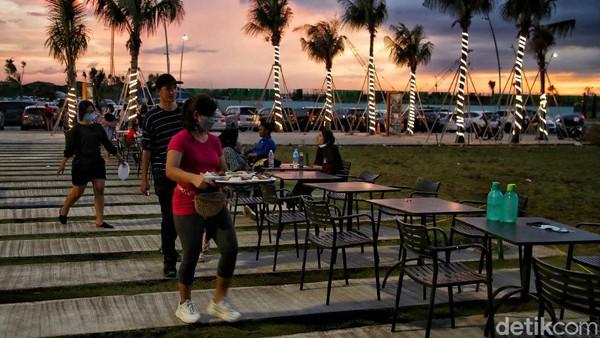 Perlu diketahui Pantai Pasir Putih PIK 2 ini adalah destinasi favorit bagi warga Jakarta. Karena baru saja dibuka dan masih gratis.