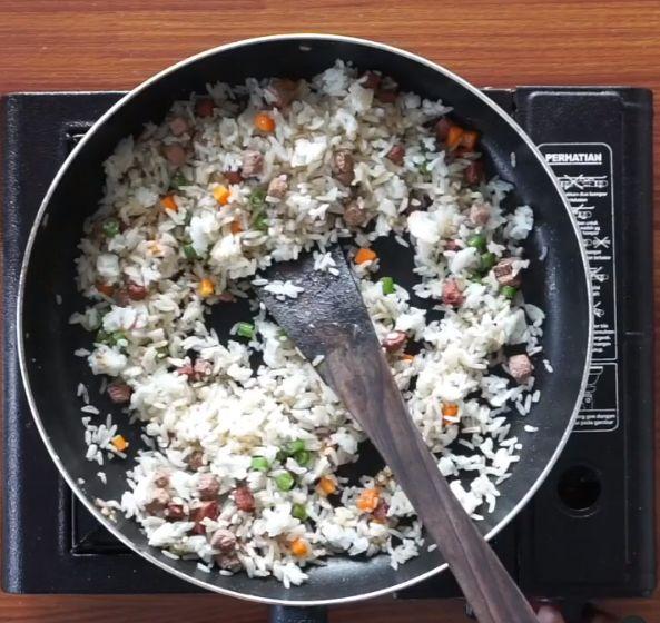 Inspirasi Chef Tiarbah 'Masak Darurat' Saat Bikin Nasi Goreng Whiskas