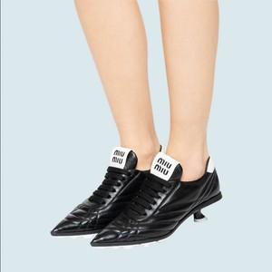 Rilis Sepatu Bola Pakai Heels, Brand Miu Miu Banjir Ejekan