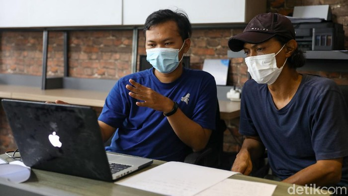 Pewarta Foto Indonesia (PFI) Jakarta menggelar acara temu karya untuk mengembangkan karya foto jurnalistik melalui sesi diskusi individual.
