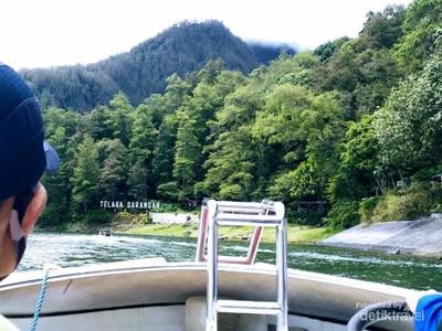 Telaga Sarangan, Danau Syahdu dan Menawan di Magetan