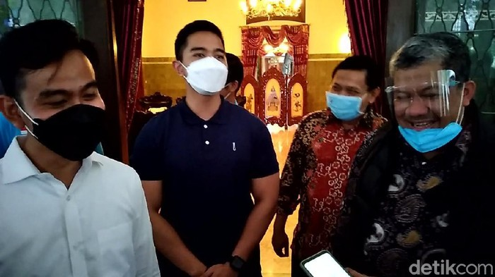 Wali Kota Solo Gibran Rakabuming Raka dengan Wakil Ketua Umum Partai Gelora Fahri Hamzah dan Kaesang Pangarep, Sabtu (27/3/2021).