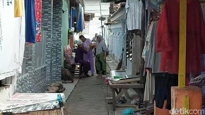 Nesa Alana Karaisa atau Ara (7) yang hilang sejak 5 hari lalu ditemukan di Pasuruan. Penyelamatan Ara di Pasuruan diwarnai suara tembakan.
