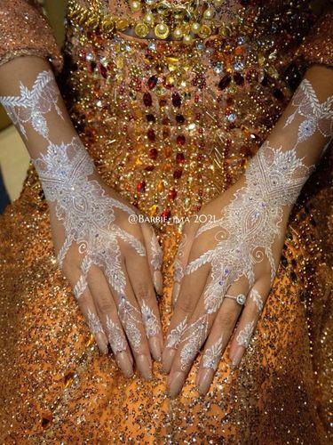 Barbie Ima yang menjadi henna artist langganan selebriti dan selebgram tanah air.
