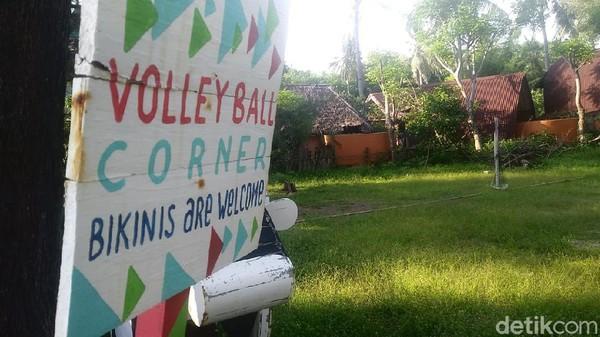 Dahulu, mungkin tempat ini ramai oleh turis yang bermain voli. Namun, kini tidak lagi. (Randy/detikTravel)