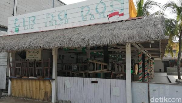 Salah satu bar populer Gili Trawangan juga terpaksa tutup. Tak tampak adanya kehidupan. (Wisnu/20detik)