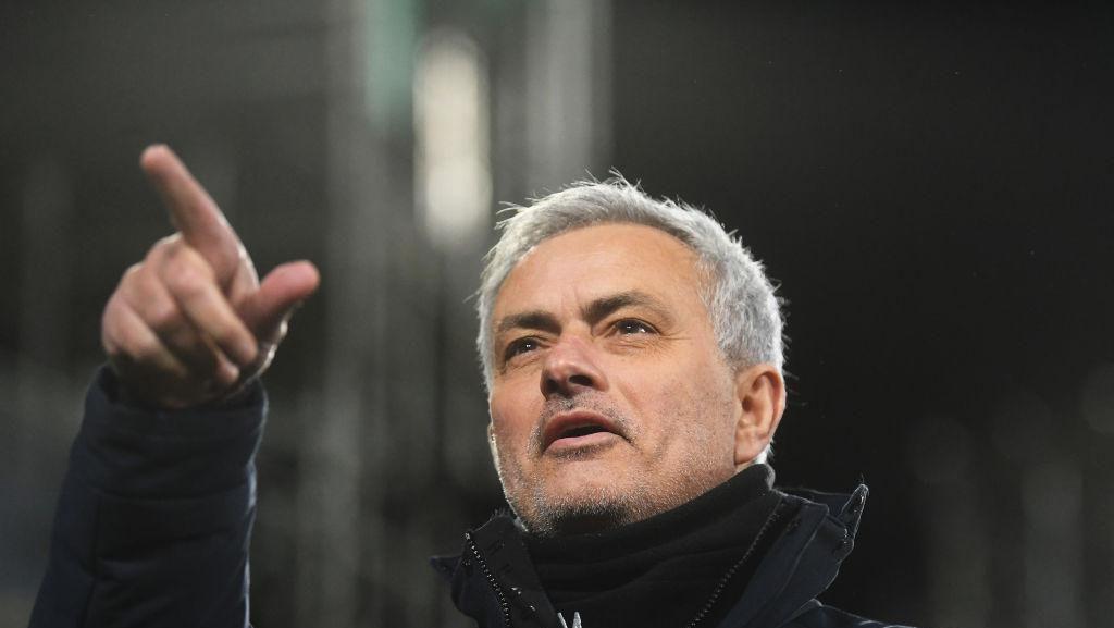 Mourinho ke Fans Roma: Kalian Luar Biasa!