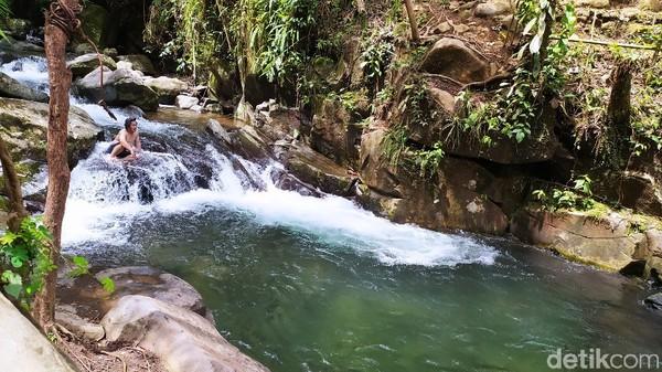 Leuwi Pamipiran merupakan bagian dari sungai Cipnyeuseuhan di bawah kaki Gunung Sawal. Namun bentuknya menyerupai kolam luas dengan memiliki batas batu besar persegi yang tercipta secara alami.