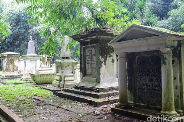 Kompleks pemakaman ini sudah berdiri sejak Kebun Raya Bogor dibangun pada 1817 oleh C.G.C Reinwardt. Namun tak diketahui kapan pastinya makam ini muncul. (Foto: Grandyos Zafna/detikcom)