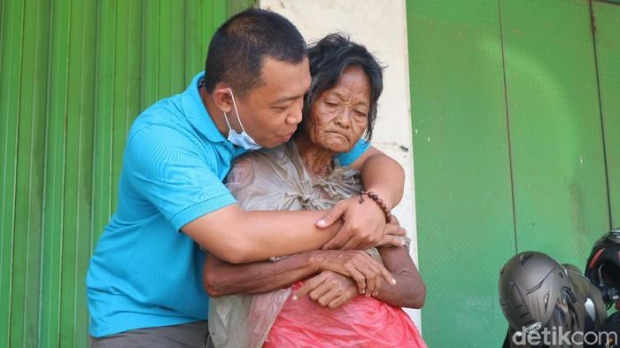 Pasutri Adi dan Heni, sosok di balik Sinau Hurip yang berdedikasi mencari ODGJ terlantar agar bertemu keluarganya