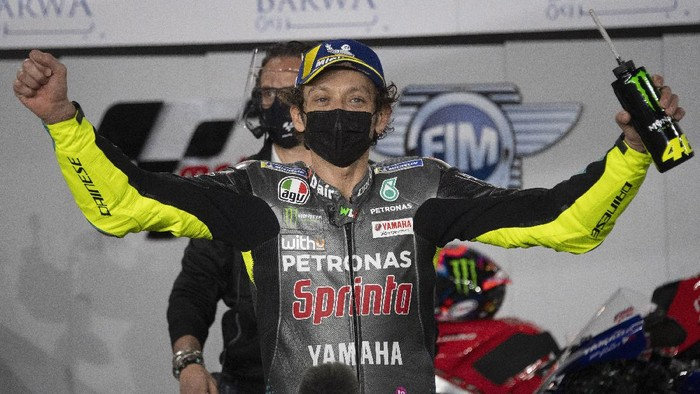 DOHA, QATAR - MARCH 27: Valentino Rossi of Italy and Petronas Yamaha SRT celebrates the Indipendent team Pole position  at the end of the qualifying practice during the MotoGP of Qatar - Qualifying at Losail Circuit on March 27, 2021 in Doha, Qatar. (Photo by Mirco Lazzari gp/Getty Images)