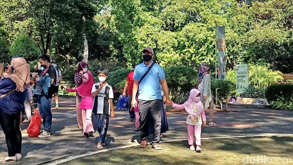 Warga Ramai Kunjungi Ragunan Pagi Ini, Anak di Bawah 9 Tahun Boleh Masuk