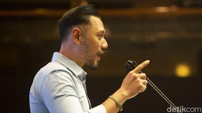Ketua Umum Partai Demokrat Agus Harimurti Yudhoyono (AHY) membantah pernyataan KSP Moeldoko yang menyebut ada tarikan ideologis di tubuh Partai Demokrat.