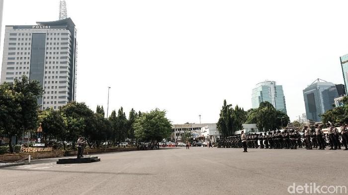 Aparat TNI, Polisi, Dishub DKI Jakarta, dan Satpol PP menggelar patroli skala besar untuk mengantisipasi teror (Andhika Prasetya/detikcom)