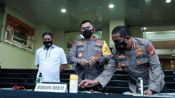 Barang bukti 4 terduga teroris di Jakarta dan Kabupaten Bekasi (Foto: Andhika Prasetia/detikcom)