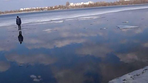 Bocah terdampar di atas sungai Desenka
