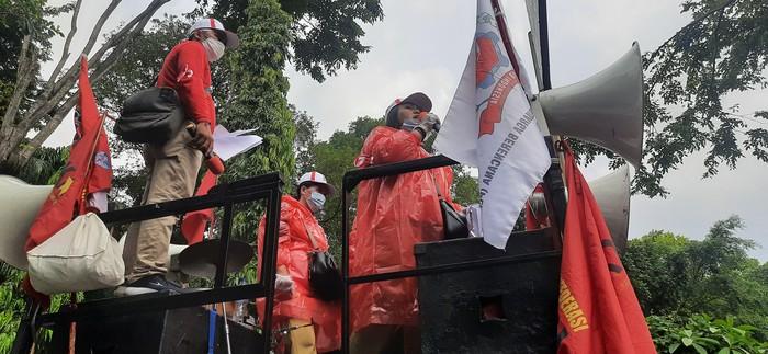 Demo di depan BKKBN (Rahmat Fathan-detikcom)