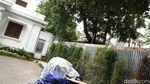 Pagar Pembatas di Rumah Mewah Hotma Sitompul-Desiree