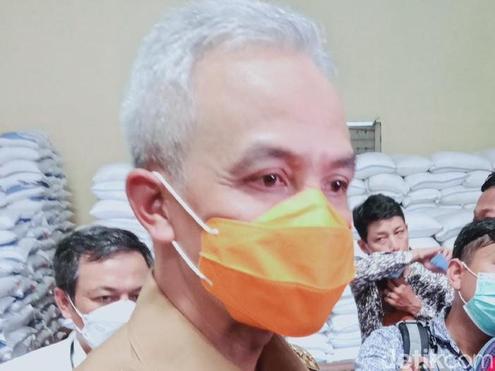 Gubernur Jateng Ganjar Pranowo di Gudang Bulog Banaran, Klaten, Senin (29/3/2021).