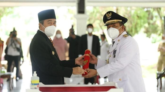 Gubernur Riau, Syamsuar melantik Penjabat (Pj) Bupati Indragiri Hulu, Chairul Riski.