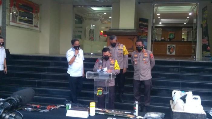 Konferensi pers penangkapan terduga teroris di Bekasi dan Condet (Adhyasta-detikcom)