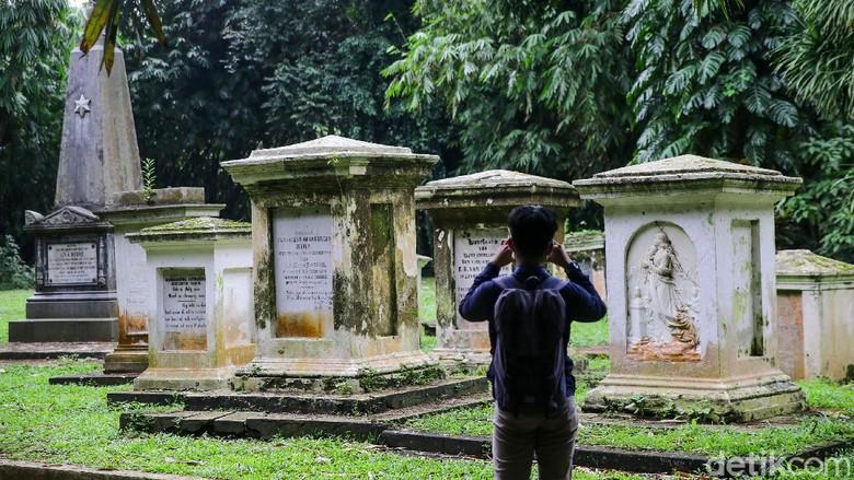 Makam Belanda di Kebun Raya Bogor