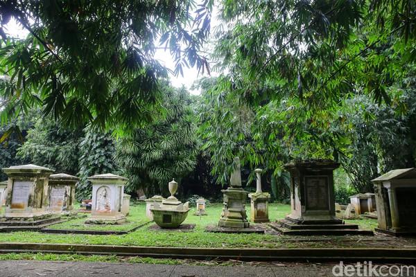 Saat detikcom menyambangi pemakaman ini, kondisinya terlihat cukup rapi dan bersih. Meskipun makam itu usianya sudah berabad-abad, batu nisannya tetap kokoh. (Foto: Grandyos Zafna/detikcom)