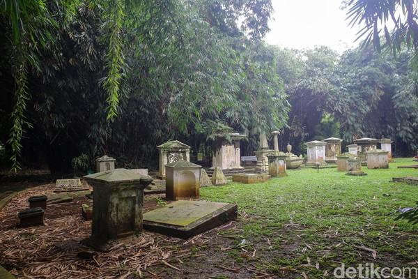 Di sana ada 42 makam di mana 38 di antaranya memiliki identitas sedangkan sisanya tidak dikenal. (Grandyos Zafna/detikcom)