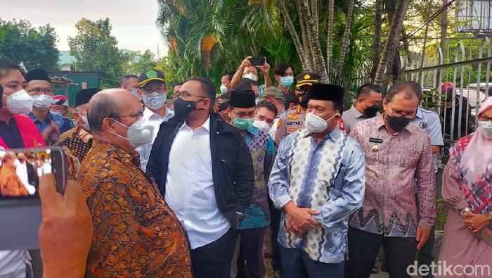 Menag Yaqut Cholil Qoumas mendatangi Gereja Katedral, Makassar (Ibnu Munsir/detikcom).