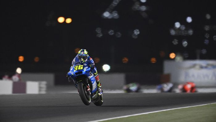 DOHA, QATAR - MARCH 28: Joan Mir of Spain and Team Suzuki ECSTAR heads down a straight during the MotoGP race during the MotoGP of Qatar - Race at Losail Circuit on March 28, 2021 in Doha, Qatar. (Photo by Mirco Lazzari gp/Getty Images)