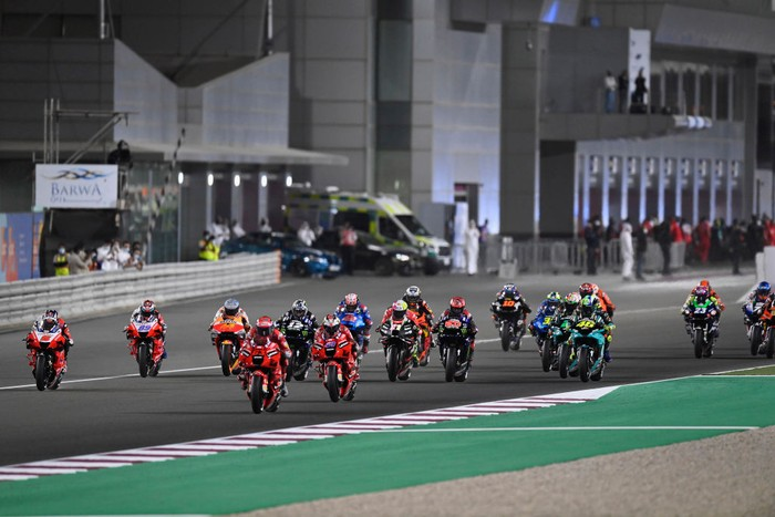 DOHA, QATAR - MARCH 28:  The MotoGP riders start from the grid during the MotoGP race during the MotoGP of Qatar - Race at Losail Circuit on March 28, 2021 in Doha, Qatar. (Photo by Mirco Lazzari gp/Getty Images)