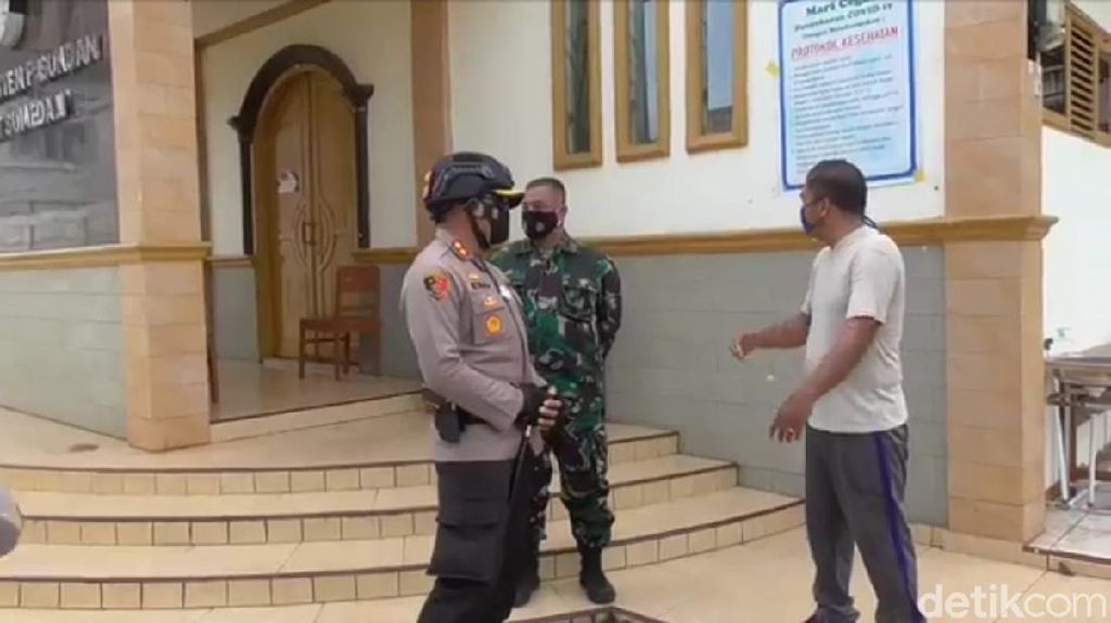Polisi-TNI di Sumedang Patroli Skala Besar Tempat Ibadah Cegah Teror Bom
