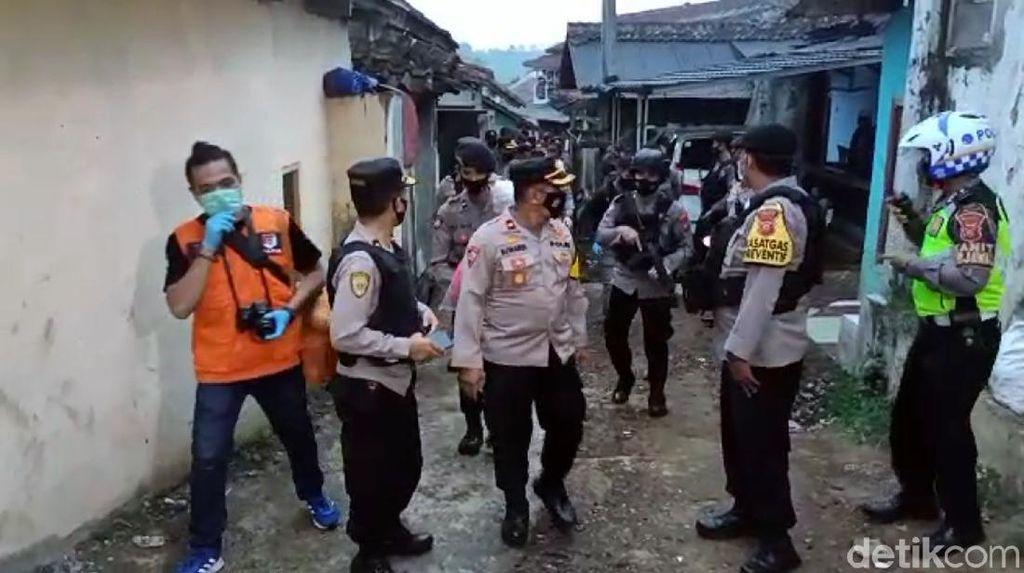 Densus Geledah Rumah di Sukabumi Terkait Penangkapan Terduga Teroris Jakarta