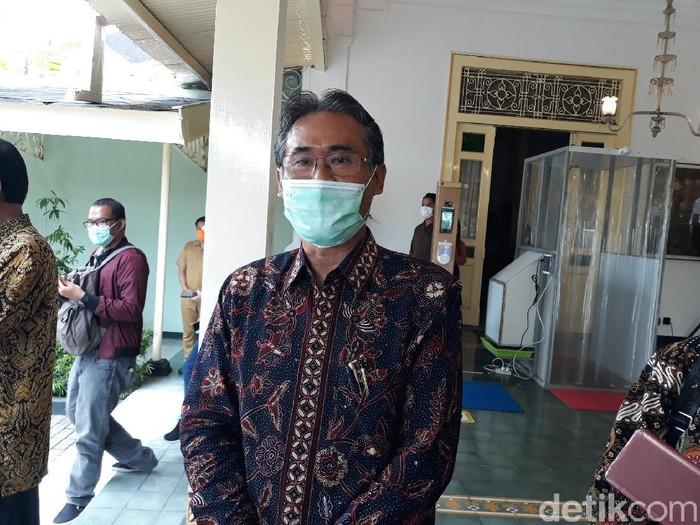 Rektor UGM Prof Panut Mulyono di kompleks Kepatihan Yogya, Senin (29/3/2021).