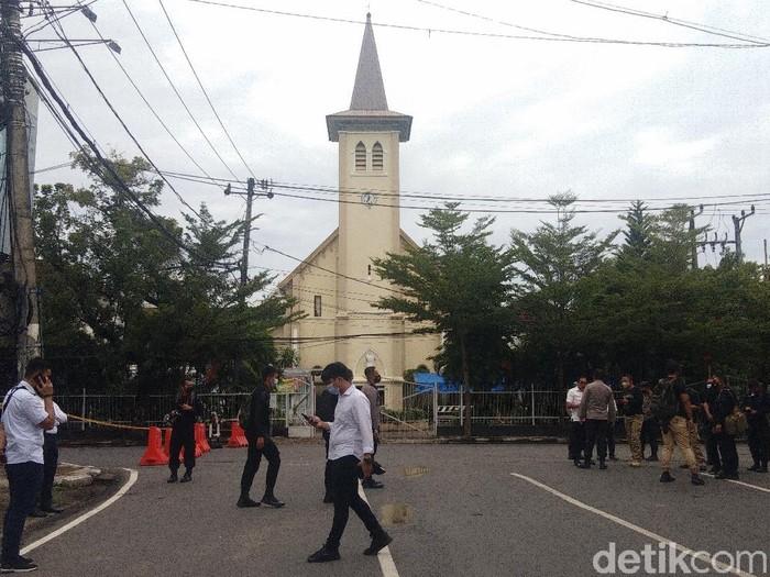 Situasi di sekitar Gereja Katedral Makassar, Senin (29/3/2021) usai bom bunuh diri