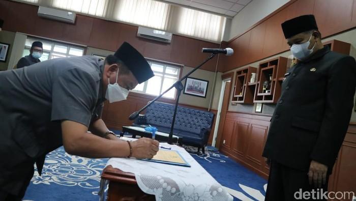 Bupati Bandung Barat Aa Umbara lantik 5 kepala dinas di tengah kasus korupsi