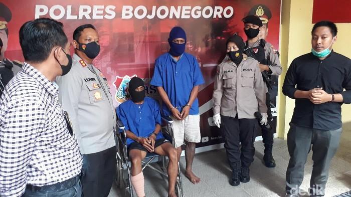 Dua pelaku curanmor dihadiahi timah panas oleh Tim Buru Sergap Polres Bojonegoro. Salah satu pelaku merupakan resedivis.