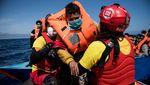 Evakuasi Ratusan Migran di Laut Mediterania