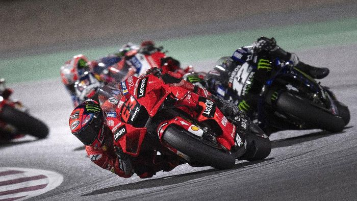 DOHA, QATAR - MARCH 28: Francesco Bagnaia of Italy and Ducati Lenovo Team leads the field during the MotoGP race during the MotoGP of Qatar - Race at Losail Circuit on March 28, 2021 in Doha, Qatar. (Photo by Mirco Lazzari gp/Getty Images)