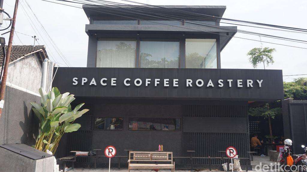 Menyeruput Halu Pink Banana, Kopi Lokal Andalan Space Roastery