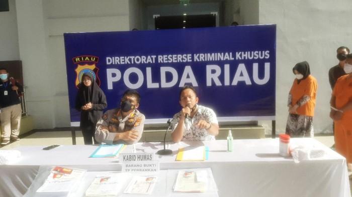Konferensi pers di Polda Riau (Raja Adil Siregar-detikcom)