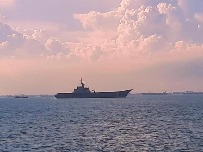 KRI Todak-631 shadowing 3 kapal militer Thailand di Selat Singapura