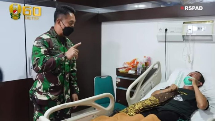 KSAD Jenderal Andika Perkasa Jenguk Kopka Ade Casmita di RSPAD