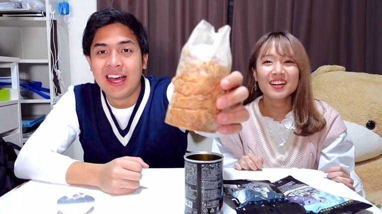 makanan luar angkasa; ada roti, takoyaki, dan es krim yang rasanya unik.