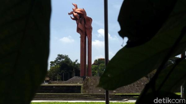 Untuk mengenang peristiwa tersebut dibangunlah Monumen Bandung Lautan Api di Taman Tegallega. Monumen tersebut memiliki tinggi 45 meter dan memiliki sisi sebanyak 9 bidang.