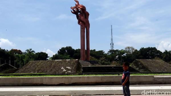 Selain 10 Stilasi Bandung Lautan Api (BLA), ada pula Monumen Bandung Lautan Api yang dibangun di kawasan Taman Tegallega, Kota Bandung, Selasa (30/3/2021).