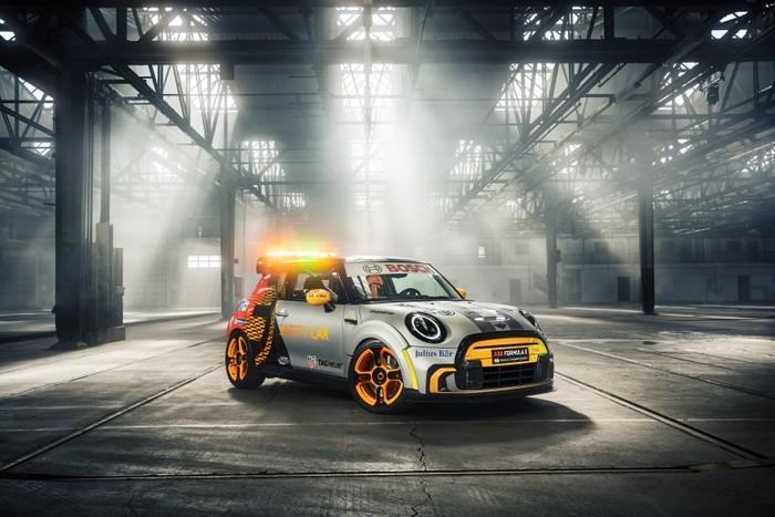 Mobil Listrik MINI Jadi Safety Car Formula E